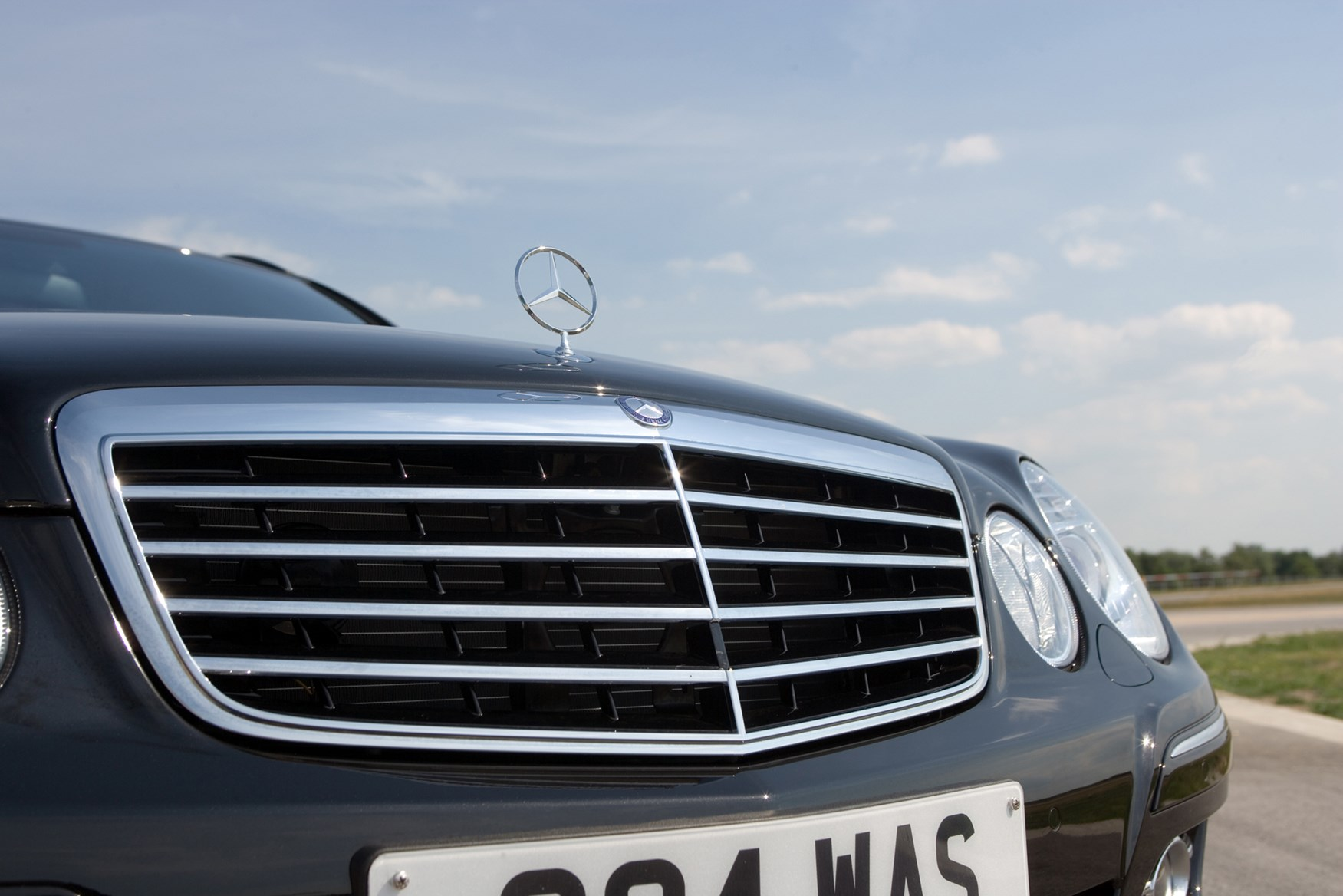 Mercedes benz e class estate 2003 2008 features for How much is a mercedes benz e class