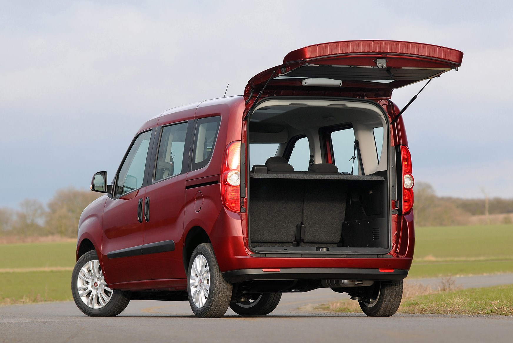 fiat doblo estate review 2010 parkers. Black Bedroom Furniture Sets. Home Design Ideas