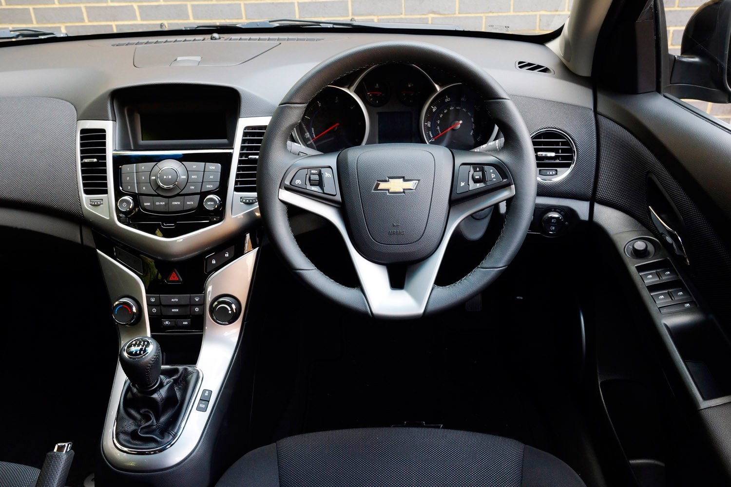 Chevrolet Cruze Station Wagon 2012 2015 Features Equipment And Accessories Parkers