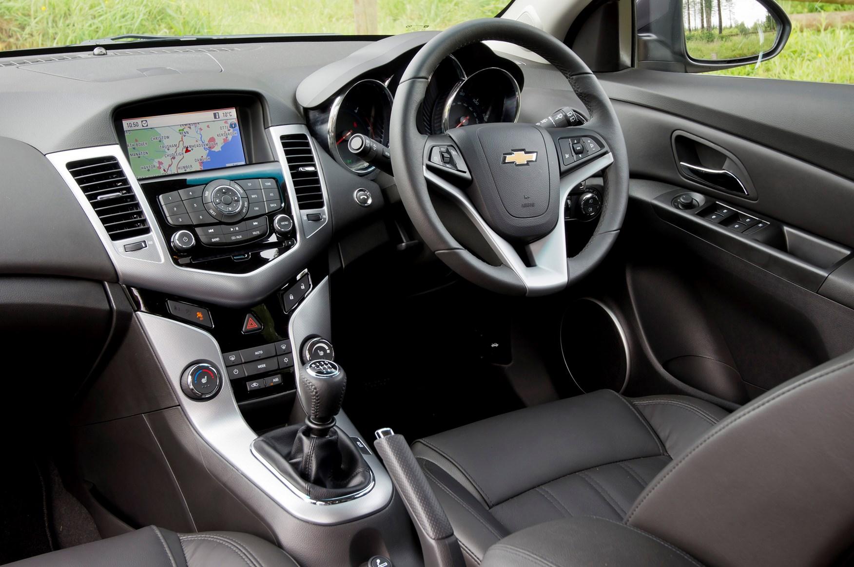 Chevrolet Cruze Hatchback 2011 2015 Photos Parkers