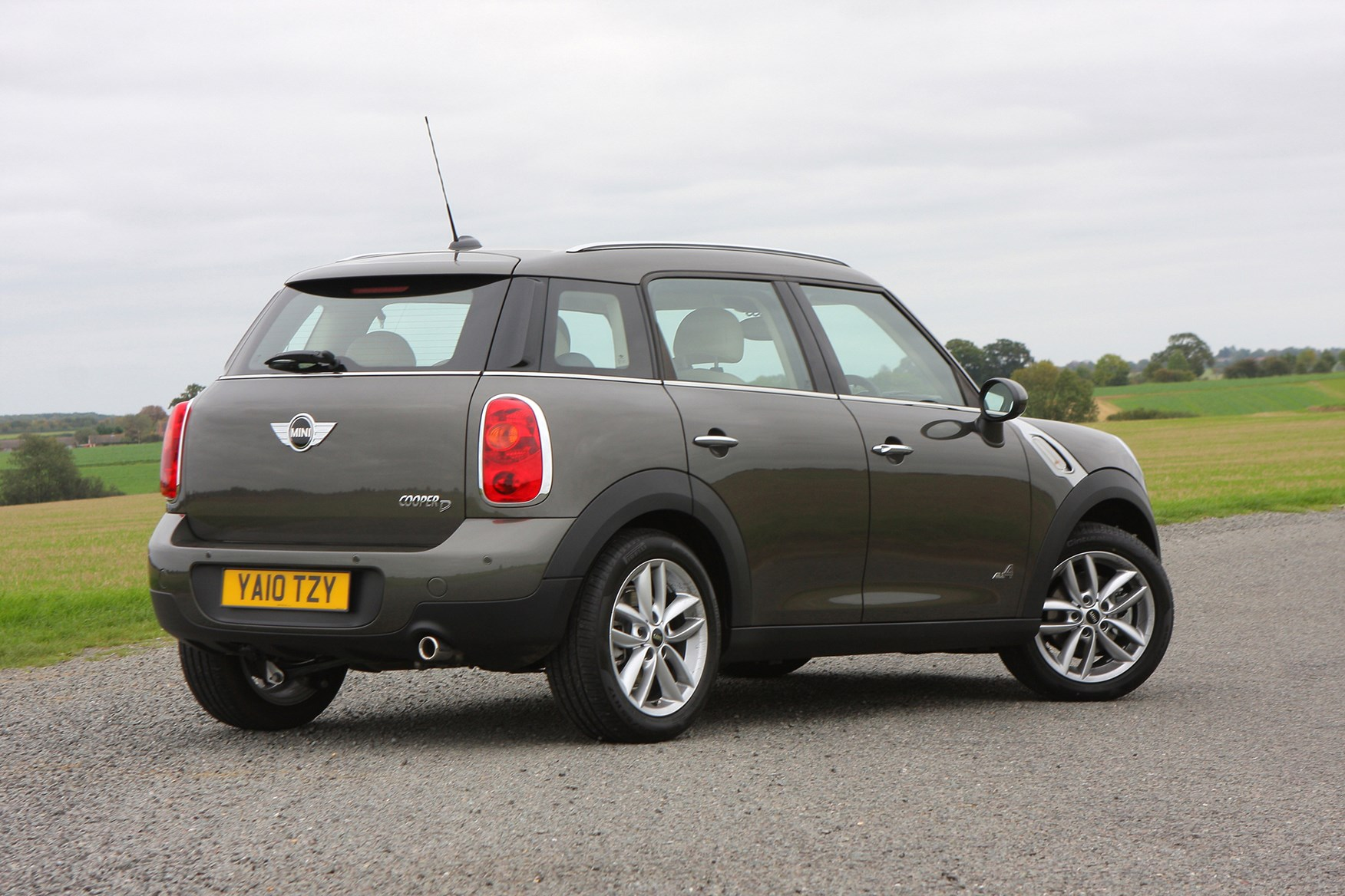 mini countryman estate 2010 2017 features equipment and accessories parkers
