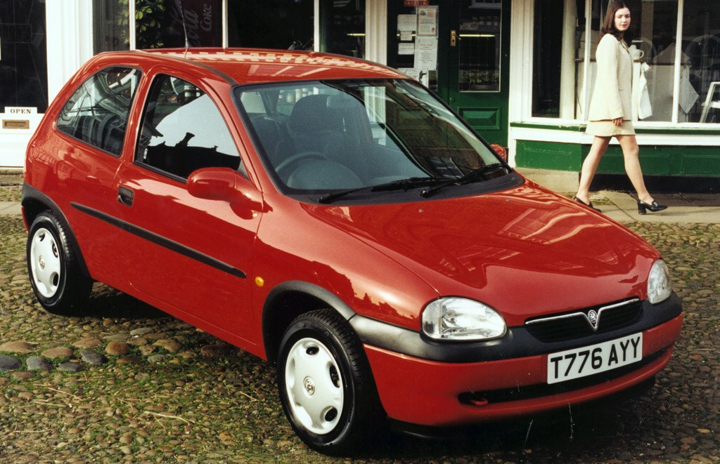 vauxhall corsa hatchback review 1993 2000 parkers. Black Bedroom Furniture Sets. Home Design Ideas