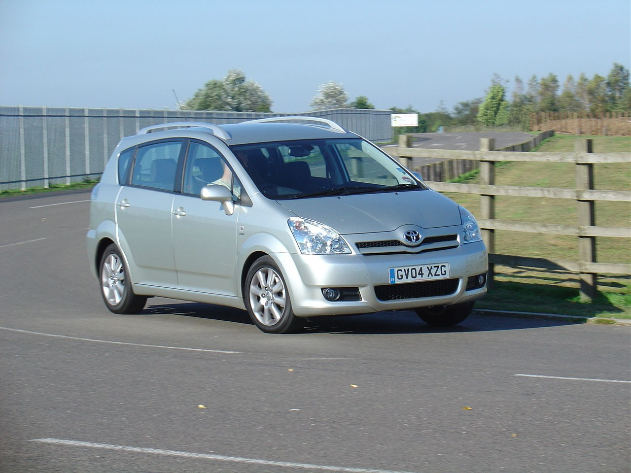 toyota corolla verso review 2004 2009 parkers autos post. Black Bedroom Furniture Sets. Home Design Ideas