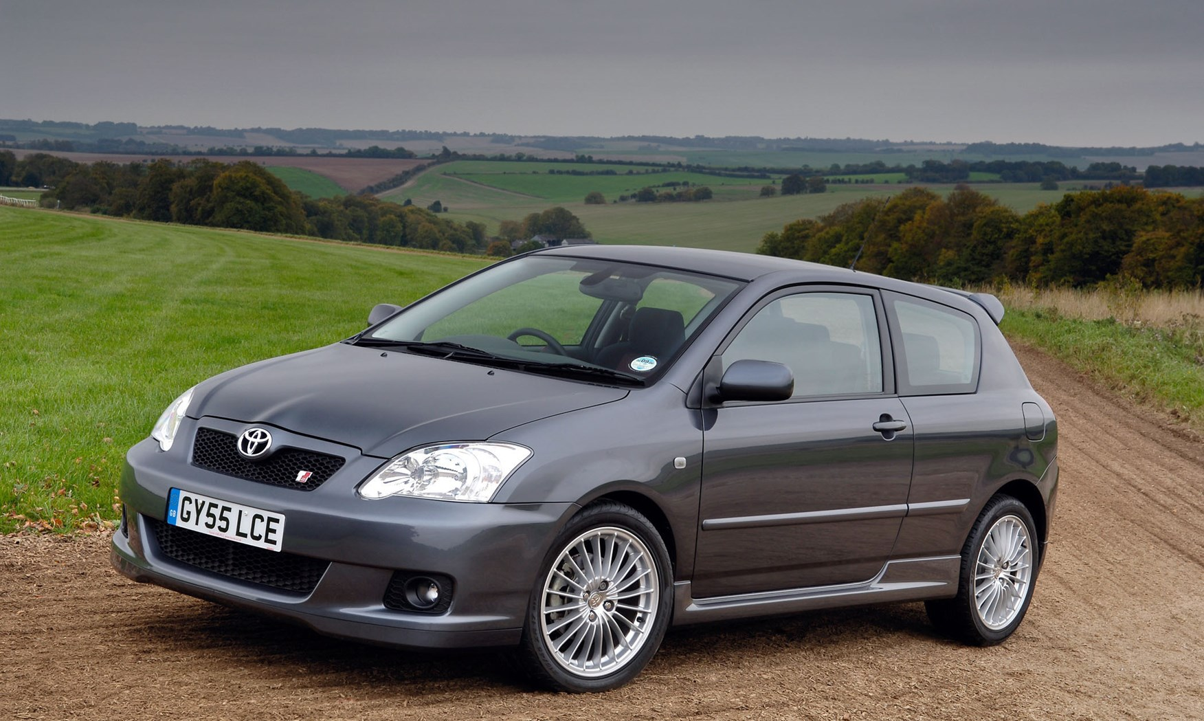 Toyota Corolla Hatchback 2002 2006 Features Equipment And Pimped Runx Accessories Parkers