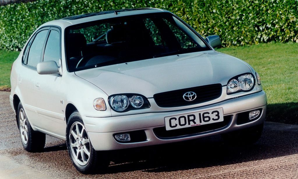Toyota Corolla Hatchback Review 2000 2002 Parkers
