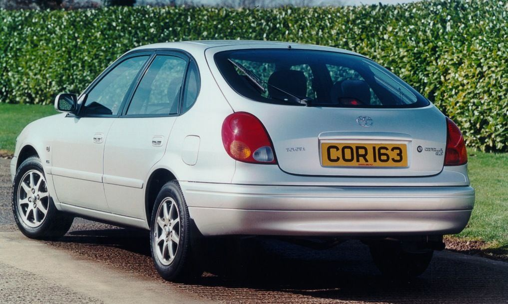 Toyota Corolla Hatchback Review (2000   2002) | Parkers