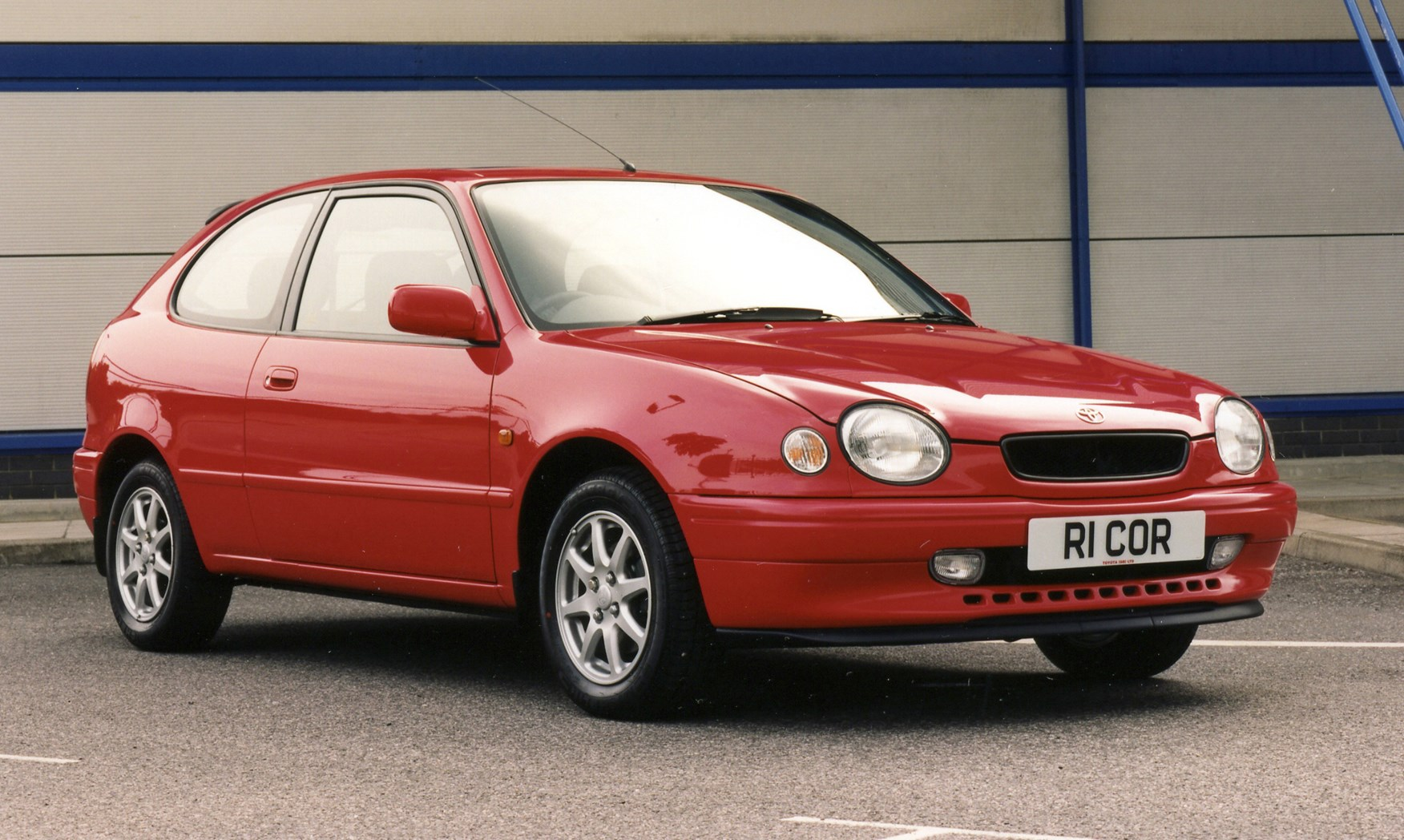 toyota corolla hatchback review (1997 - 2000) | parkers