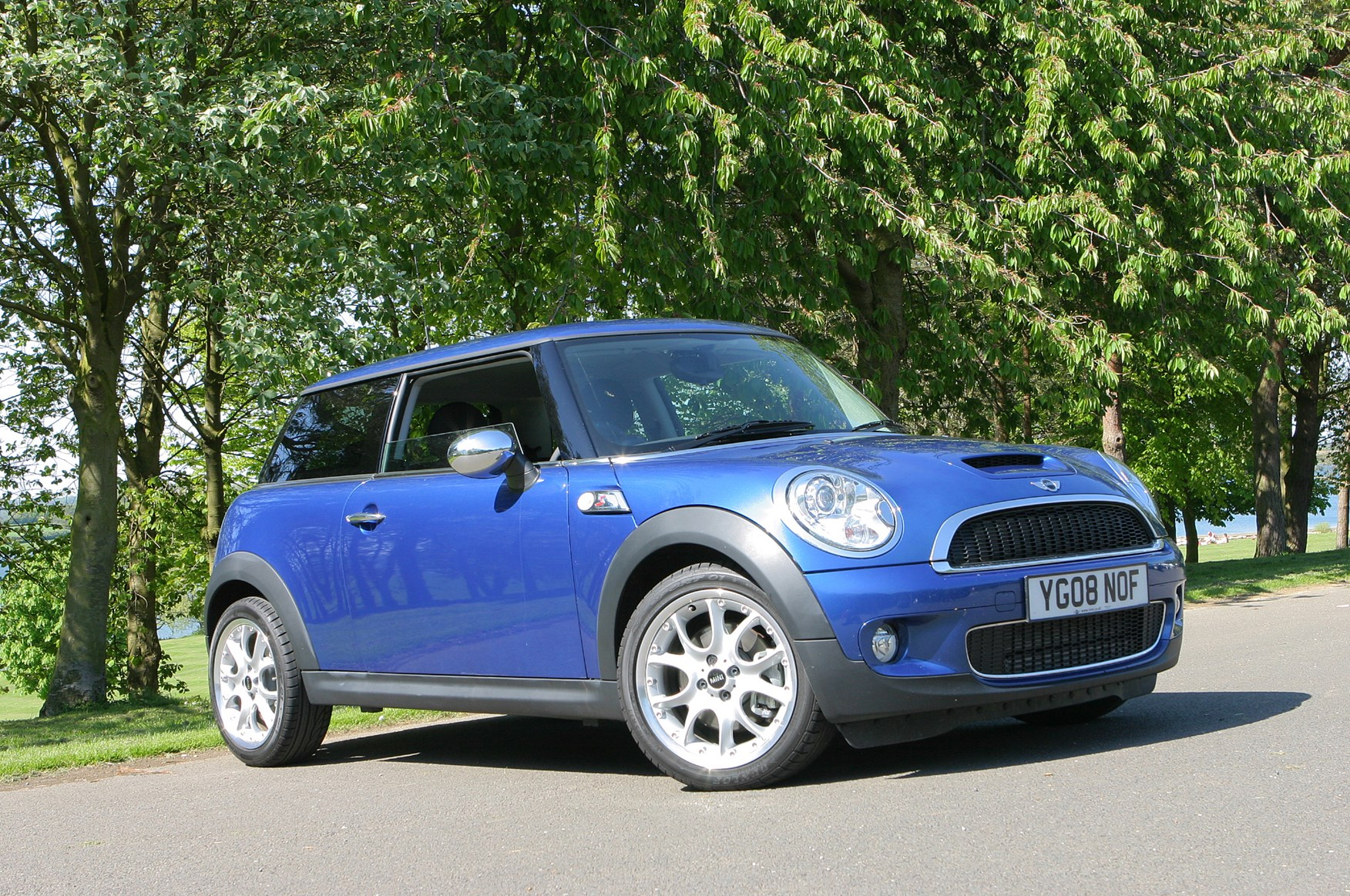Mini cooper s hatchback 2006 2016 features equipment and accessories parkers Mini cooper exterior accessories