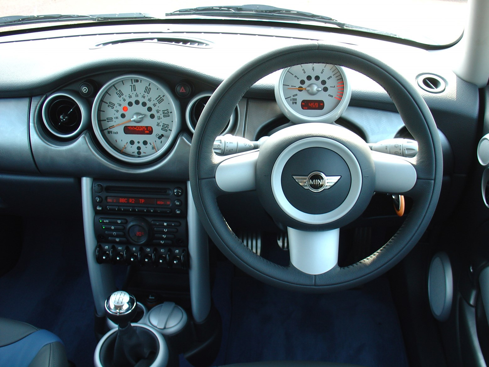 MINI Cooper S Hatchback (2002 - 2006) Features, Equipment and ...