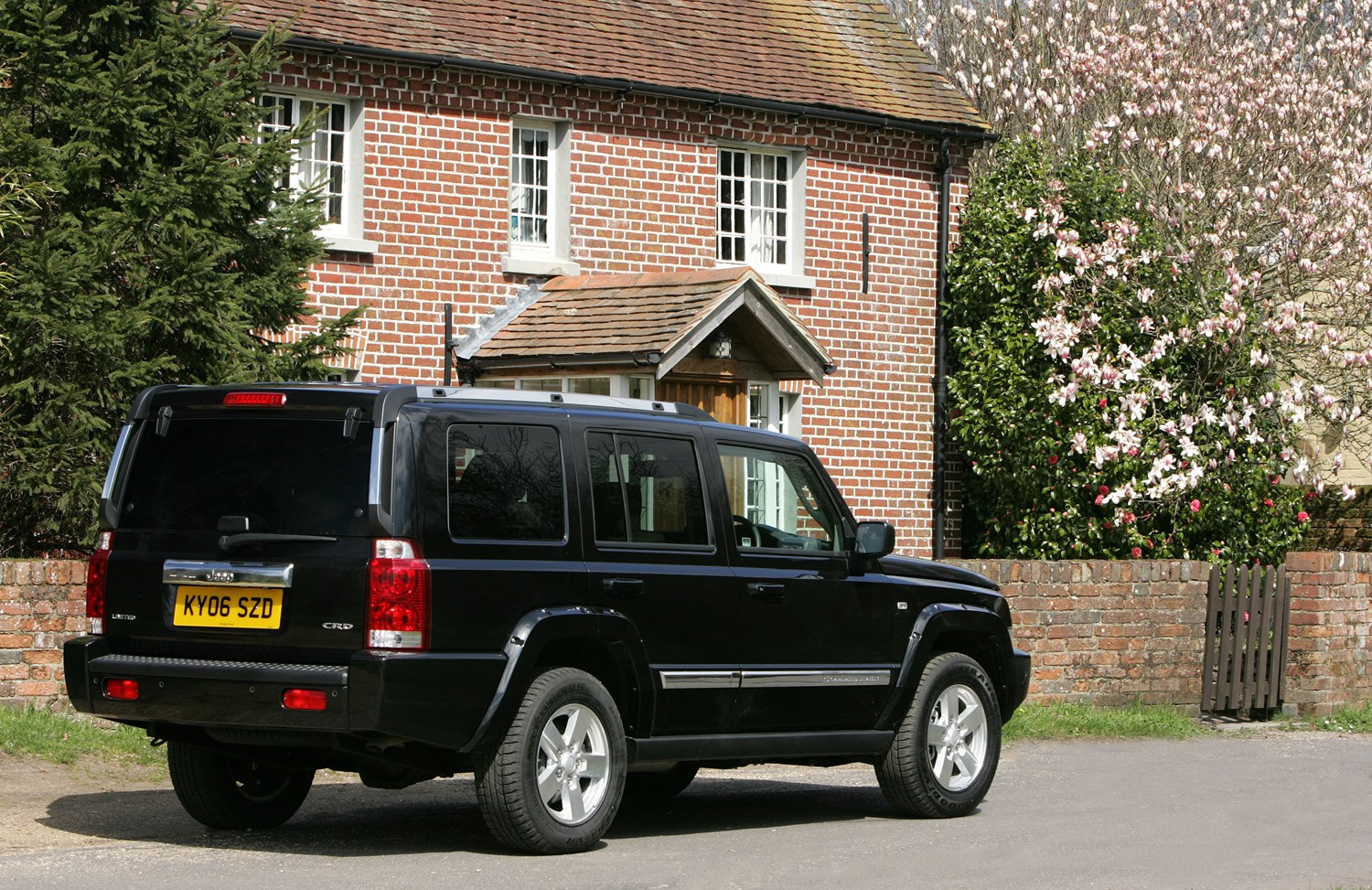 jeep commander station wagon review 2006 2009 parkers. Cars Review. Best American Auto & Cars Review