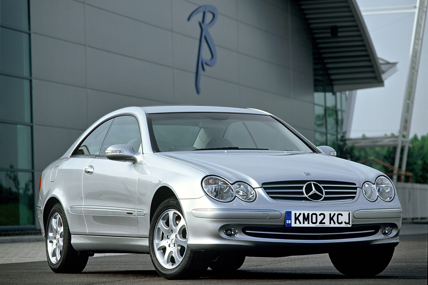 Mercedes benz clk coup review 2002 2009 parkers for Mercedes benz clk 2002