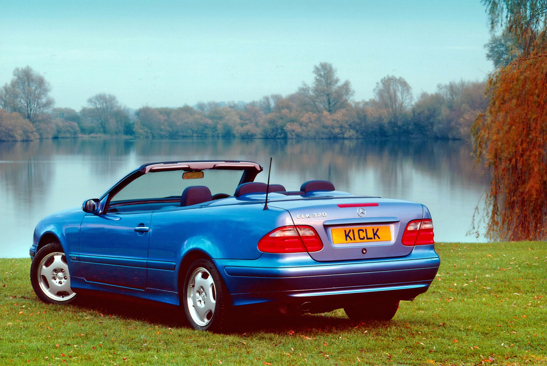 mercedes benz clk cabriolet 1998 2003 features equipment and accessories parkers. Black Bedroom Furniture Sets. Home Design Ideas