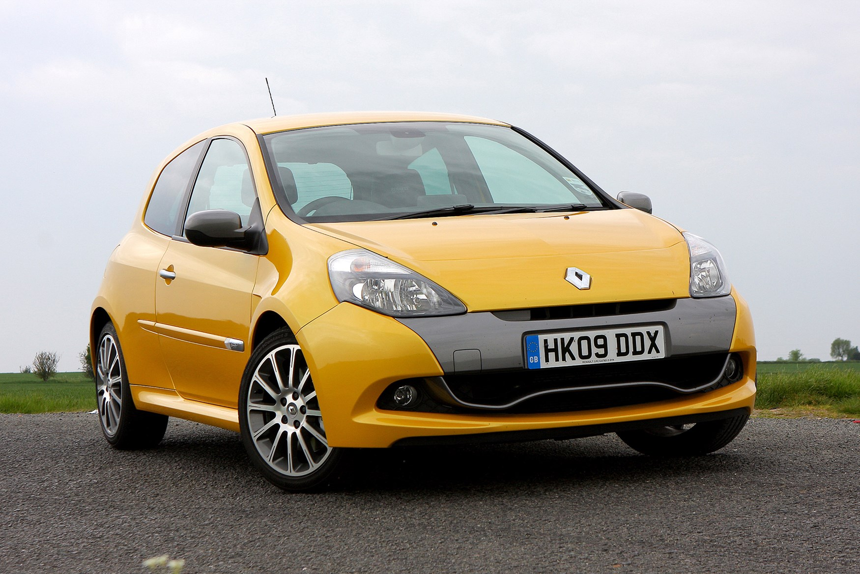 renault clio renaultsport 2006 2012 features. Black Bedroom Furniture Sets. Home Design Ideas