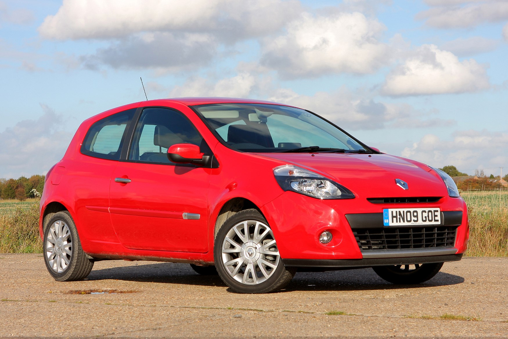 Renault Clio Hatchback Review 2012 Parkers Autos Post