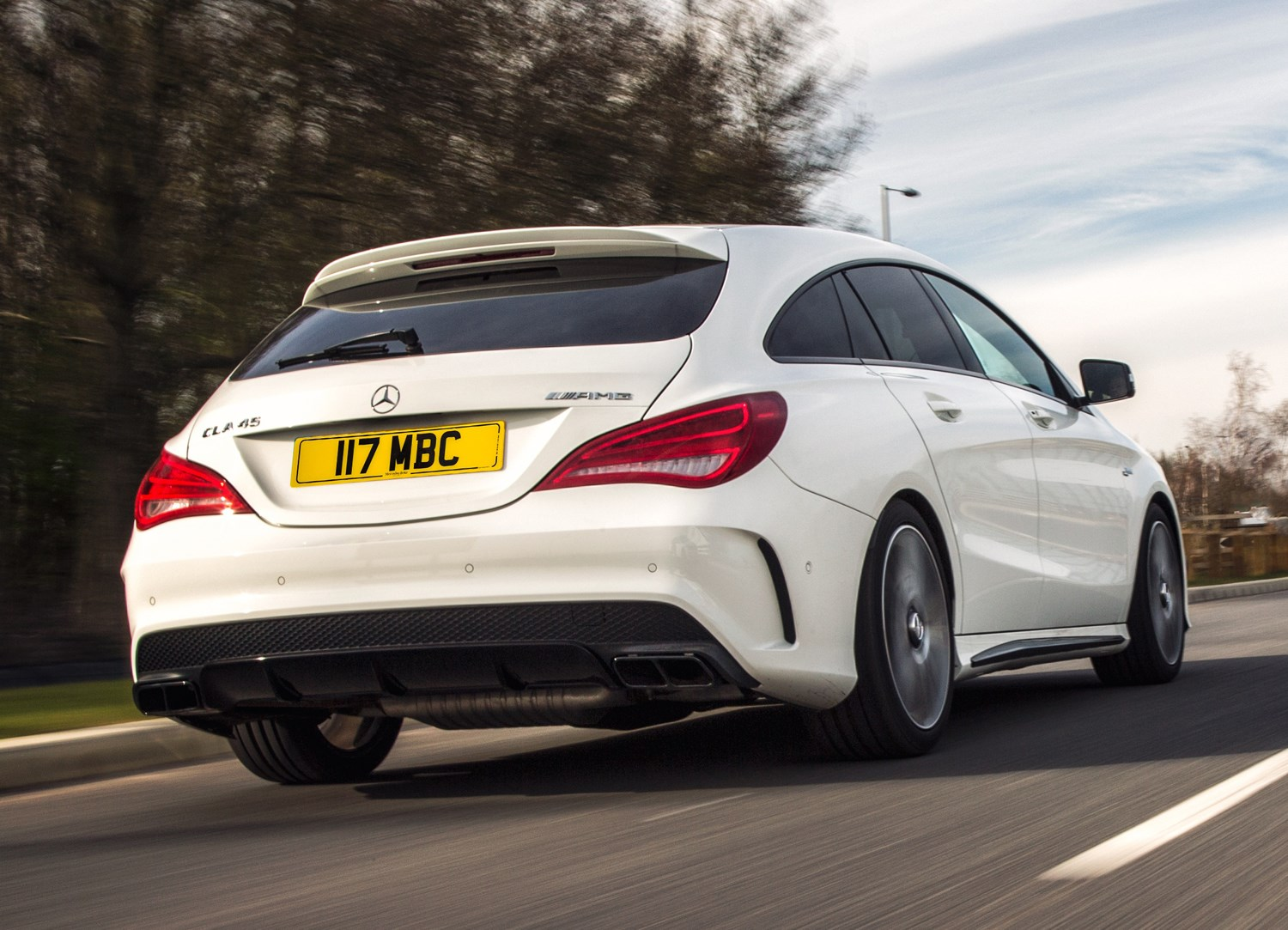 Mercedes benz cla class amg 2013 2016 features for Mercedes benz amg accessories