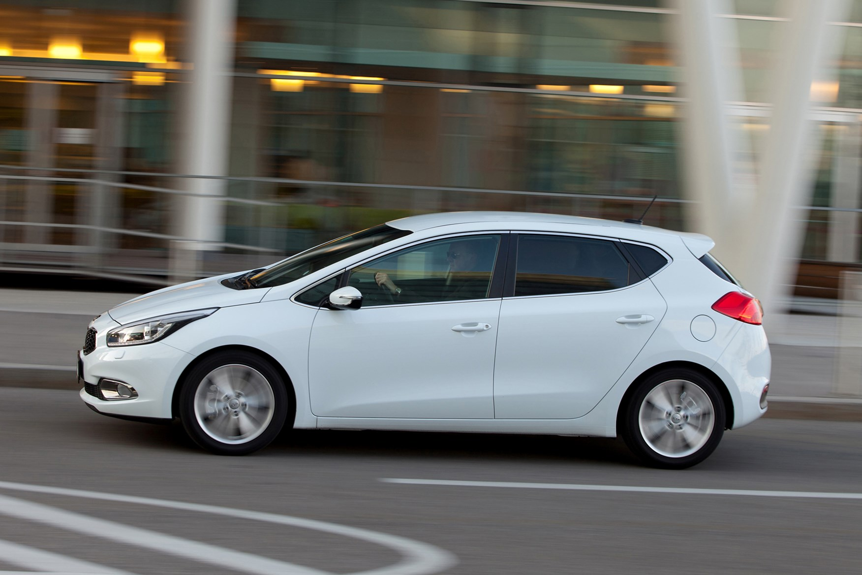 Hatchbacks For Sale >> Kia Ceed Hatchback Review (2012 - ) | Parkers