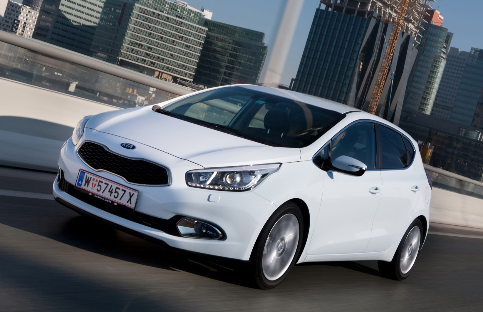 kia ceed hatchback 2012 features equipment and. Black Bedroom Furniture Sets. Home Design Ideas