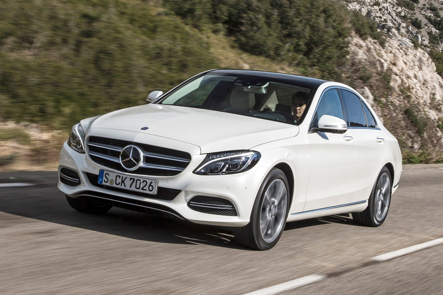 Mercedes benz c class saloon 2014 features equipment for Mercedes benz c300 accessories