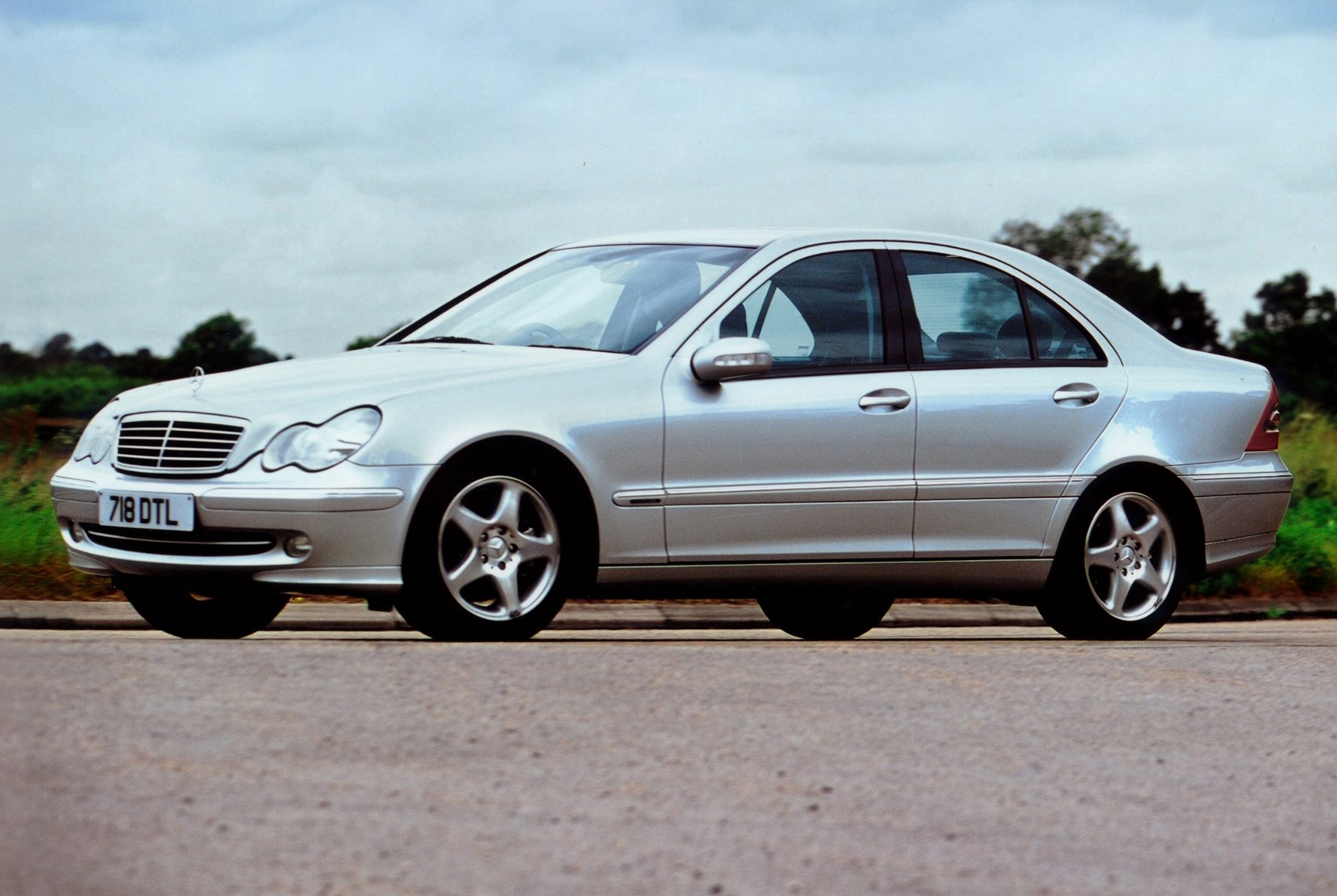 Mercedes benz c class saloon review 2000 2007 parkers for Mercedes benz c class review