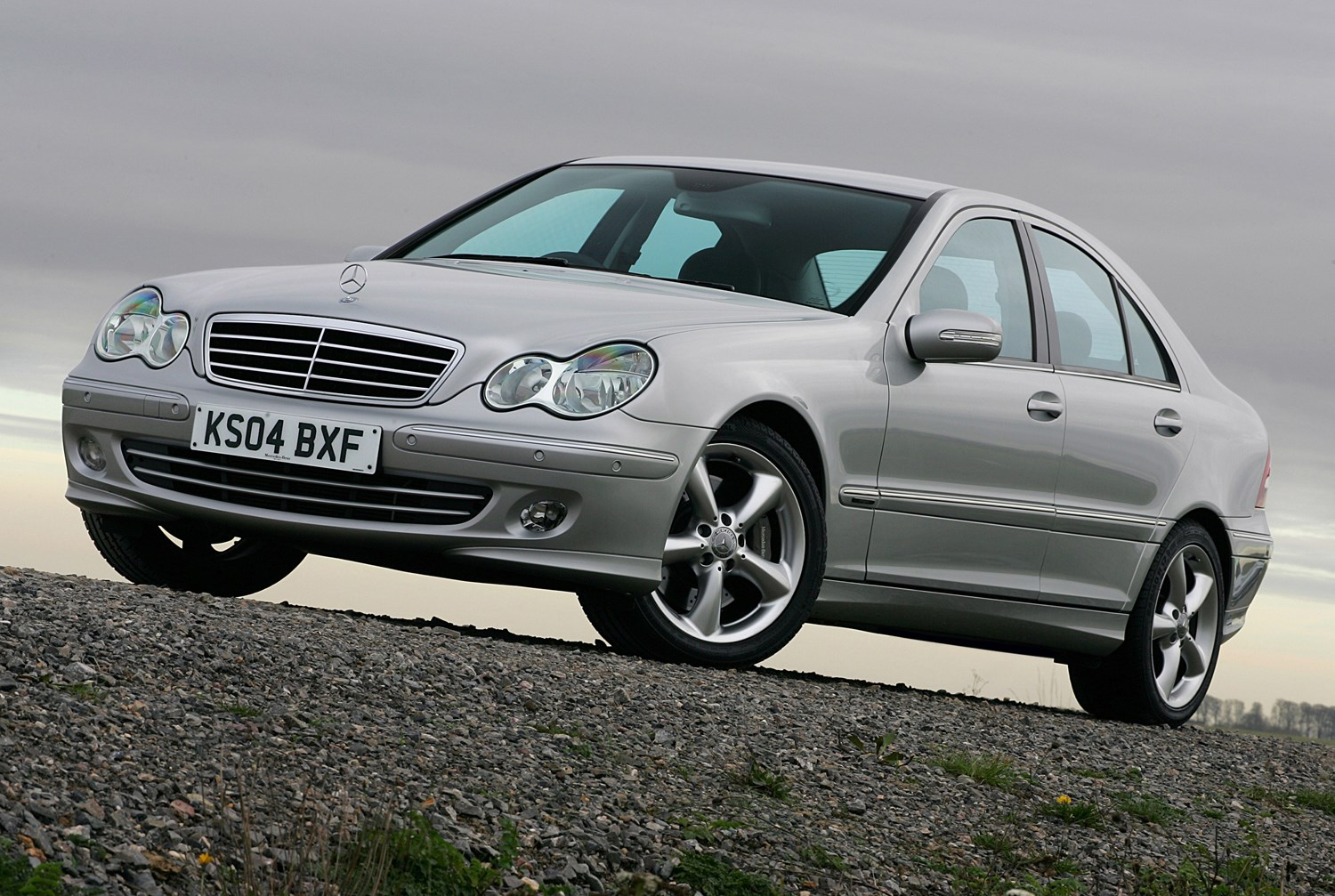 Mercedes benz c class saloon review 2000 2007 parkers for Mercedes benz c class pictures
