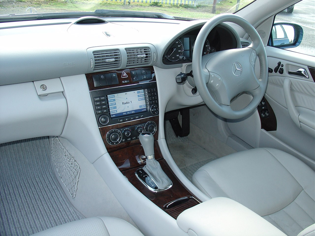 Mercedes benz c class estate 2000 2007 features for How much is a mercedes benz c class
