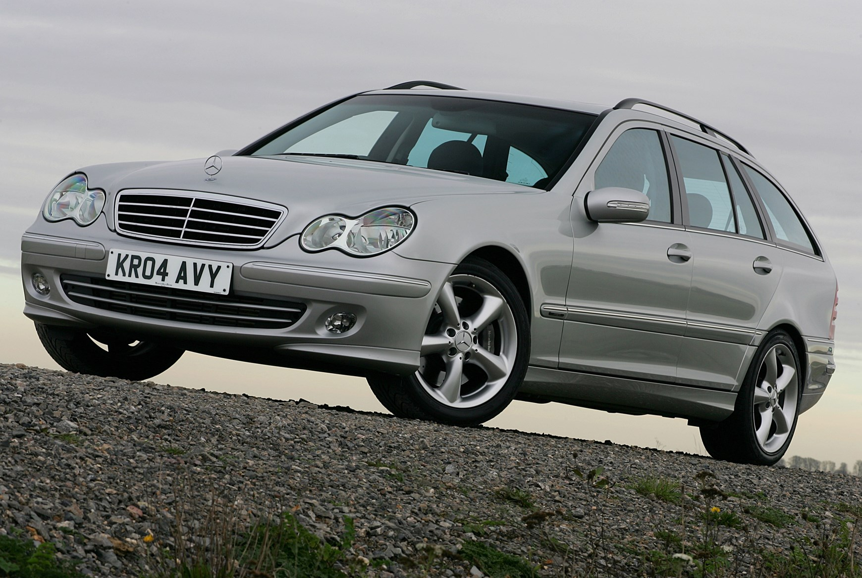 Mercedes benz c class estate review 2000 2007 parkers for Mercedes benz gallery