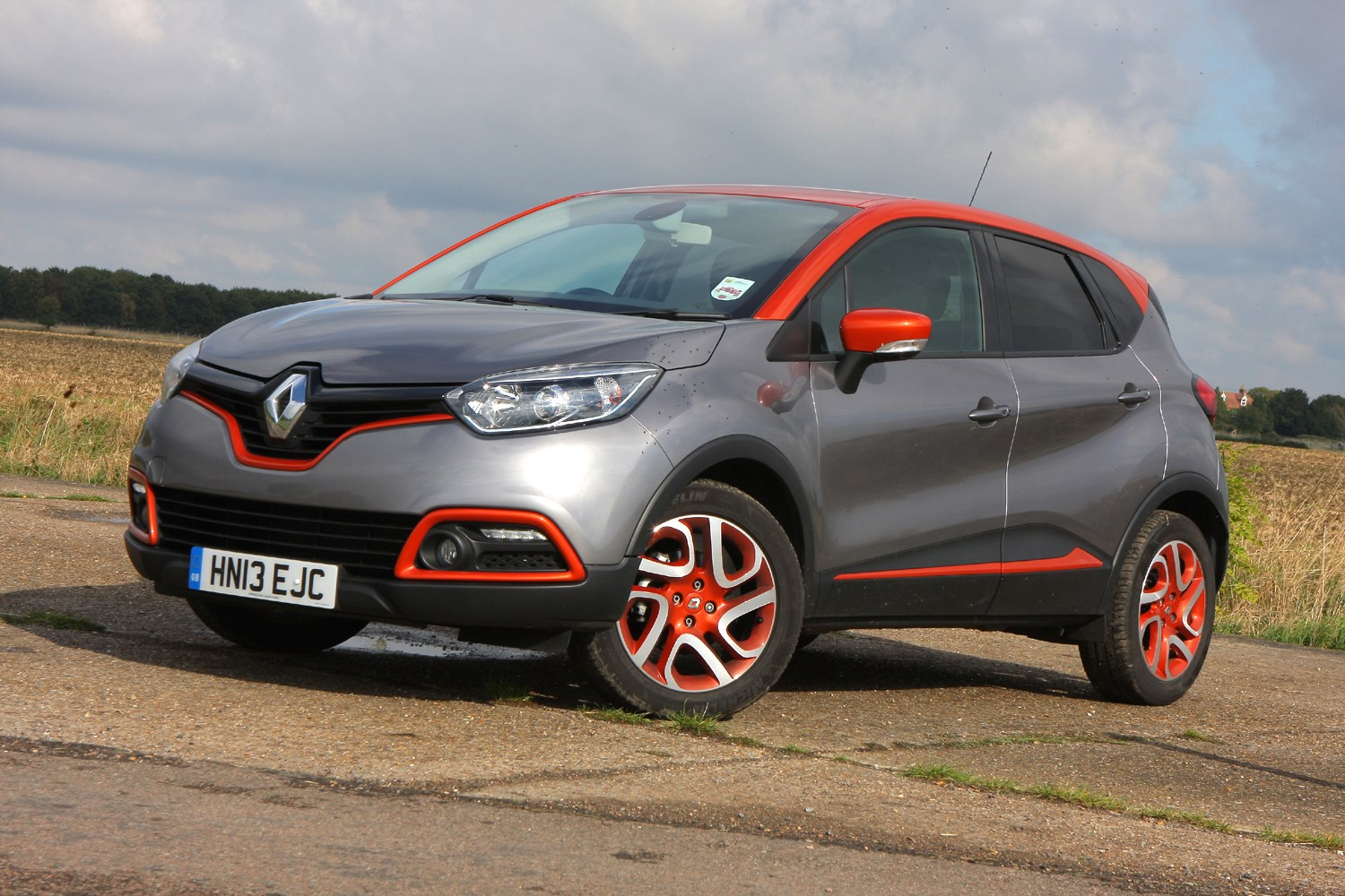 Renault captur 4x4 review 2013 parkers for Renault captur grigia