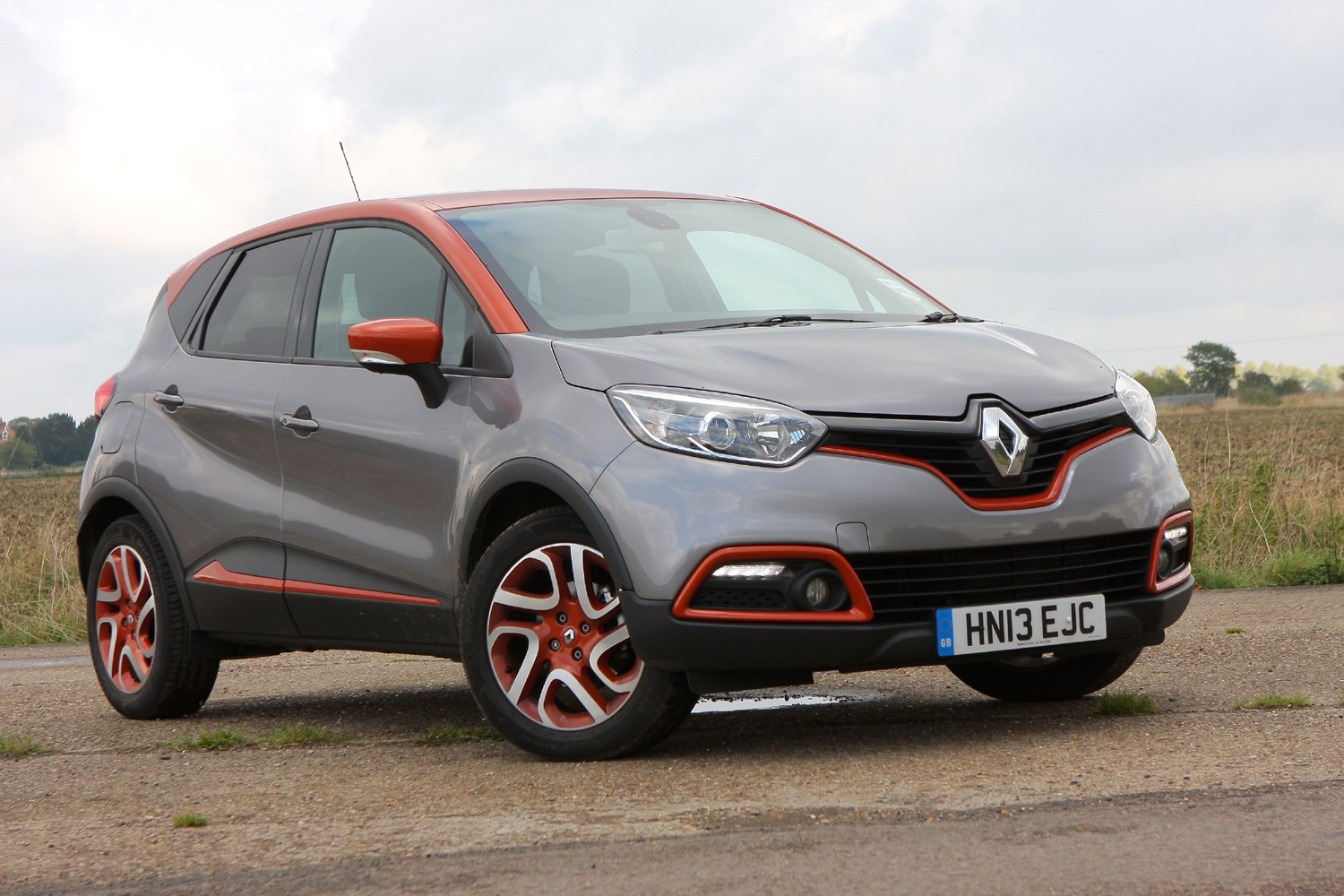 renault captur 4x4 2013 features equipment and accessories parkers. Black Bedroom Furniture Sets. Home Design Ideas