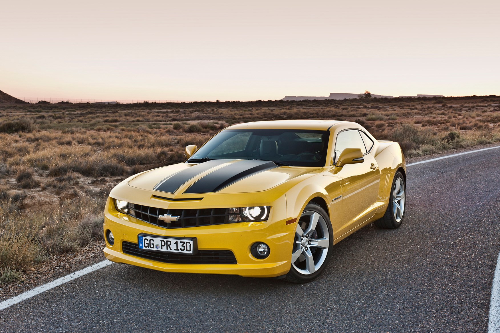 chevrolet camaro coupe review 2012 2015 parkers. Black Bedroom Furniture Sets. Home Design Ideas