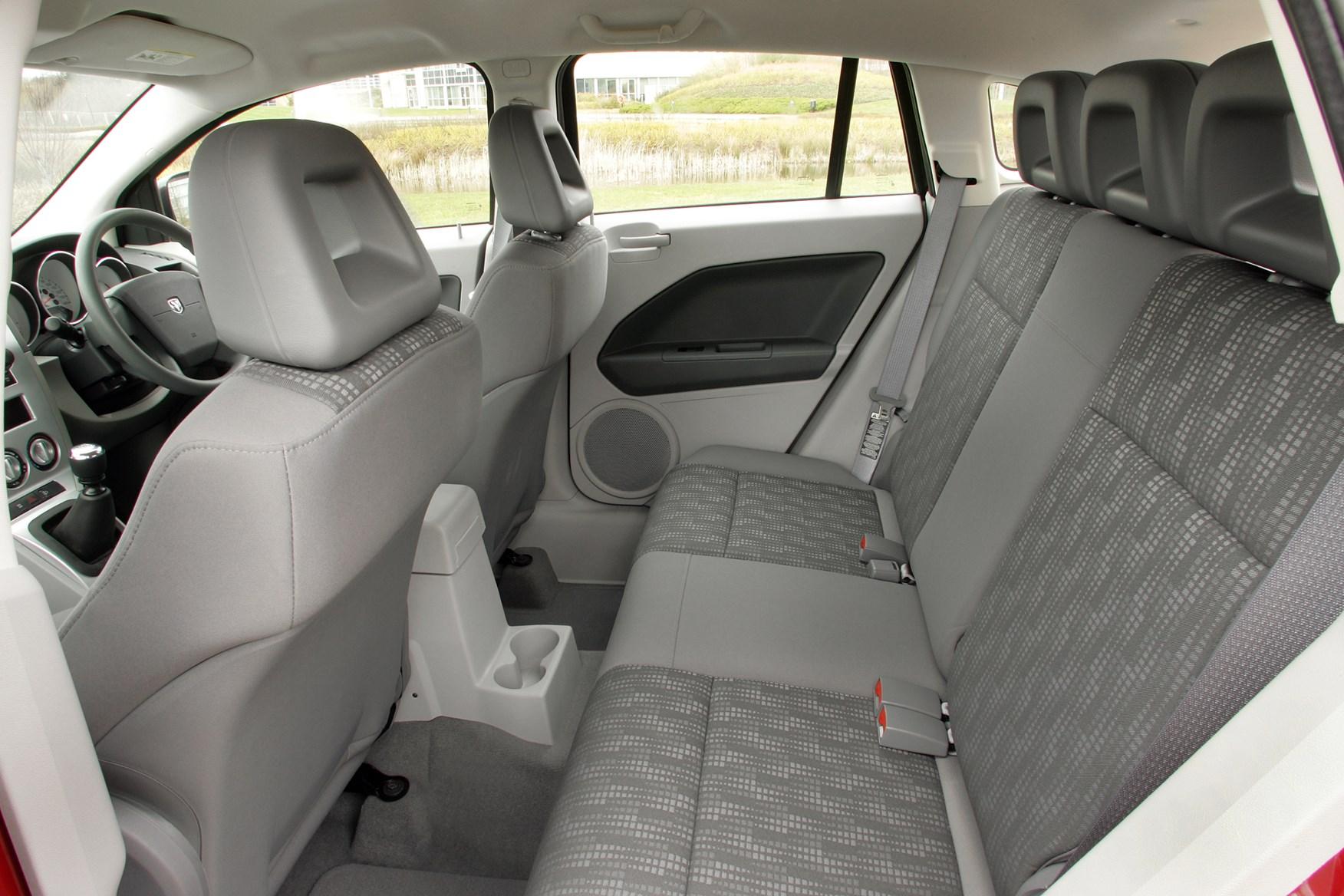 Dodge Caliber Hatchback Review (2006 - 2009) | Parkers