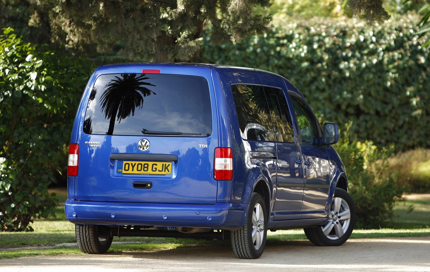 volkswagen caddy maxi life estate review 2008 2010. Black Bedroom Furniture Sets. Home Design Ideas