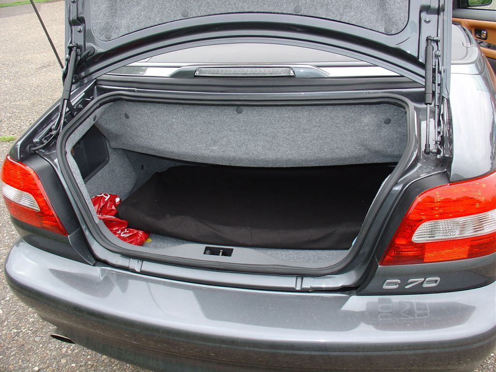 volvo c70 convertible 1999 2005 features equipment. Black Bedroom Furniture Sets. Home Design Ideas