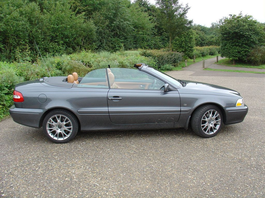 volvo c70 convertible 1999 2005 features equipment and accessories parkers. Black Bedroom Furniture Sets. Home Design Ideas