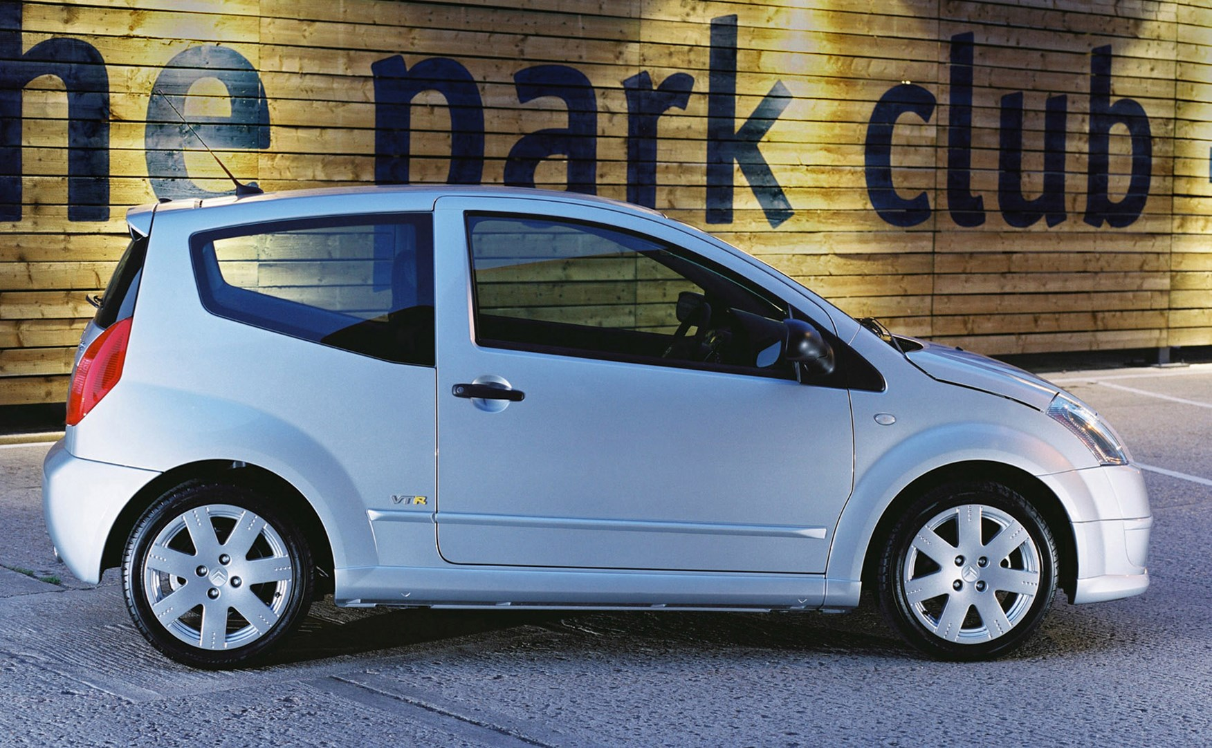 Citroën C2 Hatchback (2003 - 2009) Features, Equipment and Accessories |  Parkers
