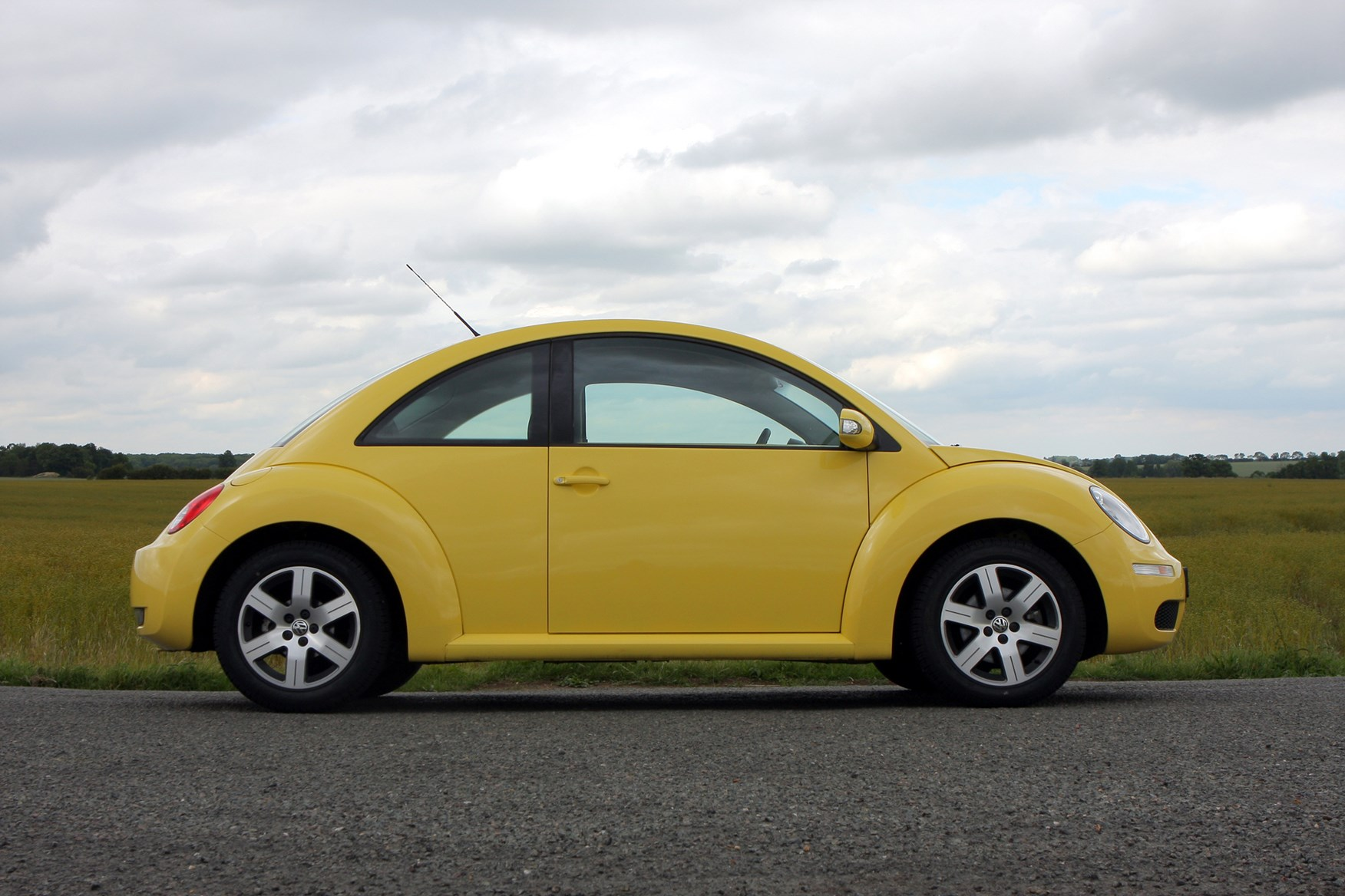 volkswagen beetle hatchback review 1999 2010 parkers. Black Bedroom Furniture Sets. Home Design Ideas