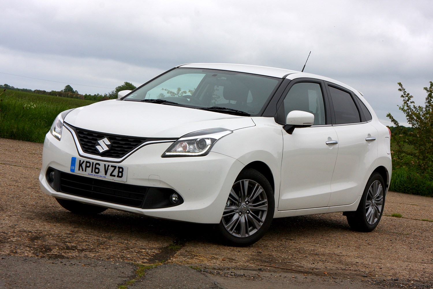 suzuki baleno hatchback 2016 features equipment and. Black Bedroom Furniture Sets. Home Design Ideas