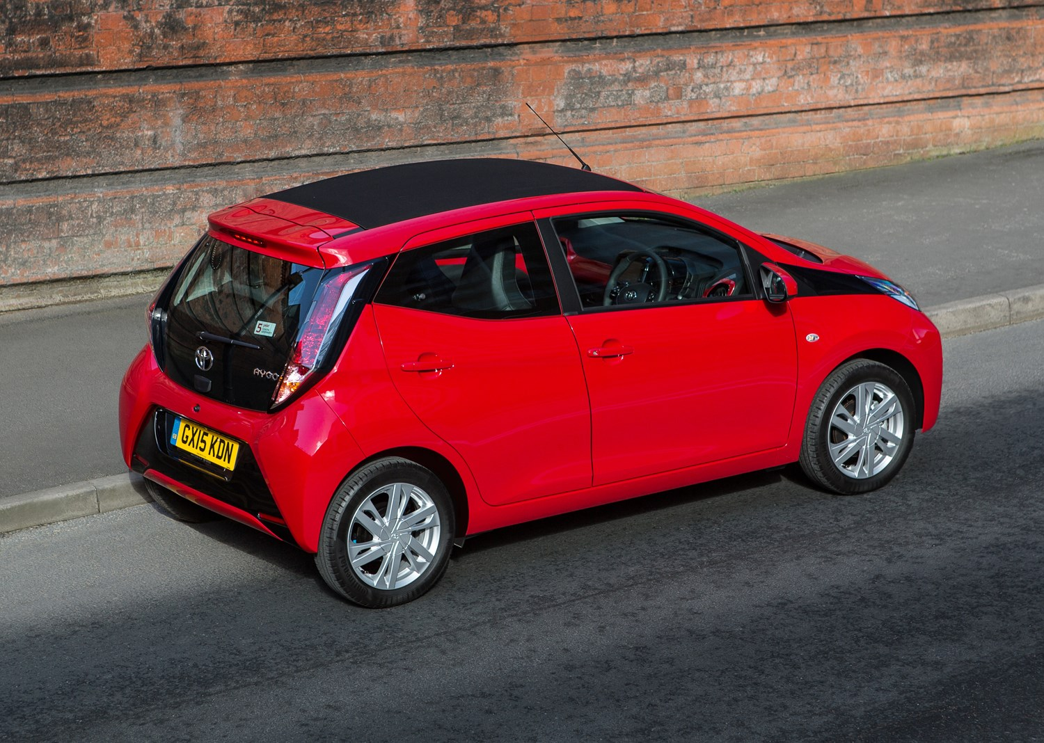 toyota aygo review parkers. Black Bedroom Furniture Sets. Home Design Ideas