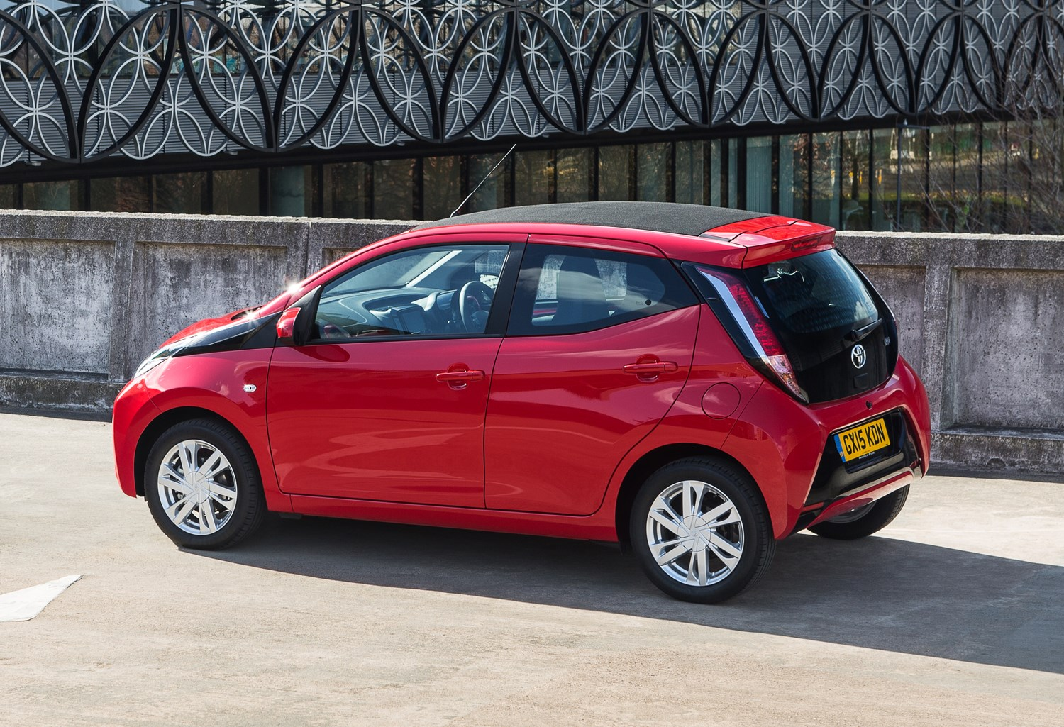 toyota aygo review buying and selling parkers. Black Bedroom Furniture Sets. Home Design Ideas