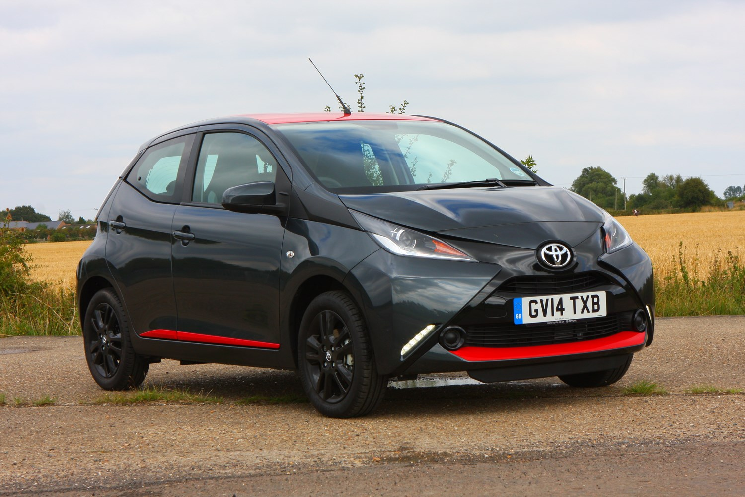 toyota aygo hatchback 2014 buying and selling parkers. Black Bedroom Furniture Sets. Home Design Ideas