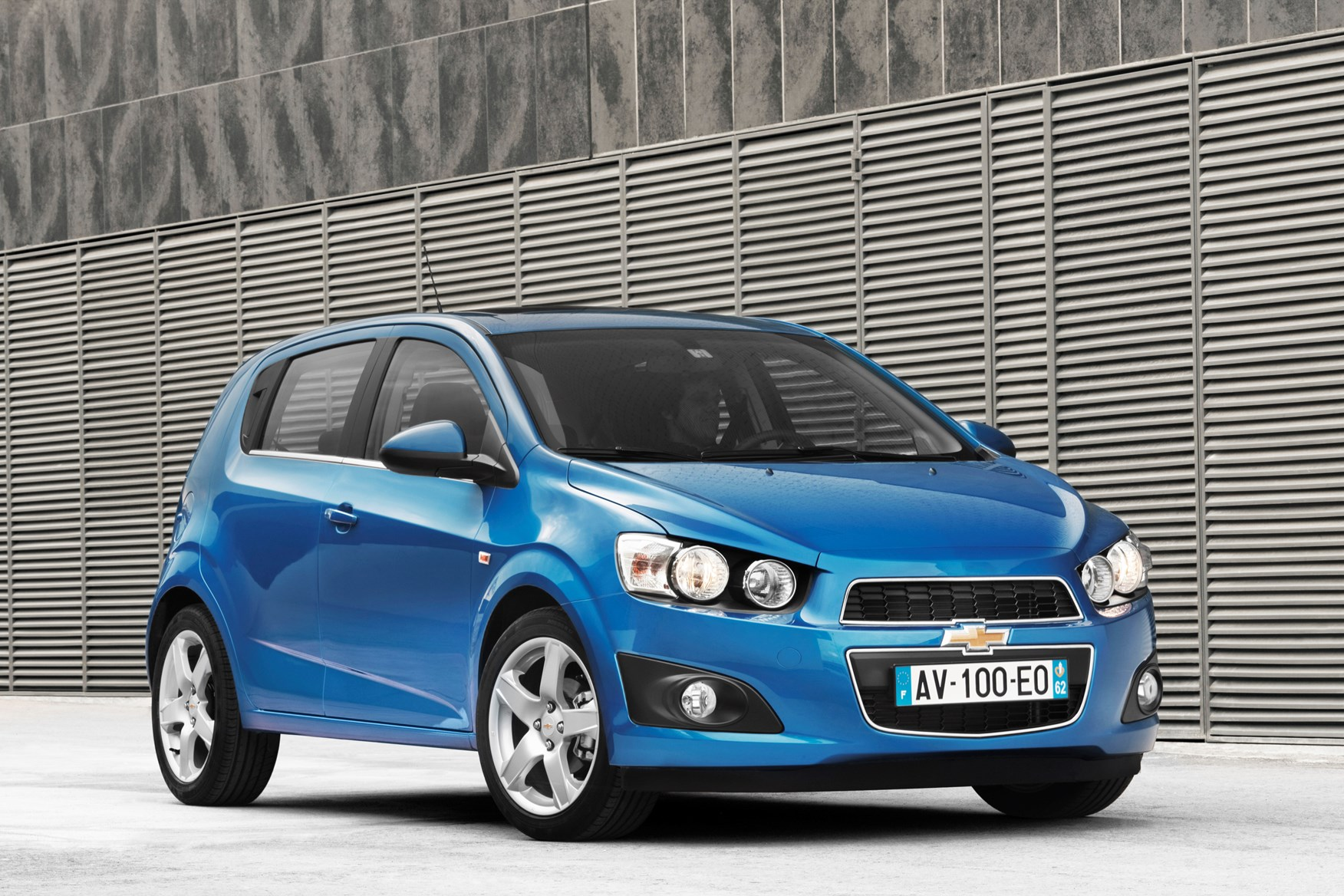 chevrolet aveo hatchback review 2011 2015 parkers. Black Bedroom Furniture Sets. Home Design Ideas