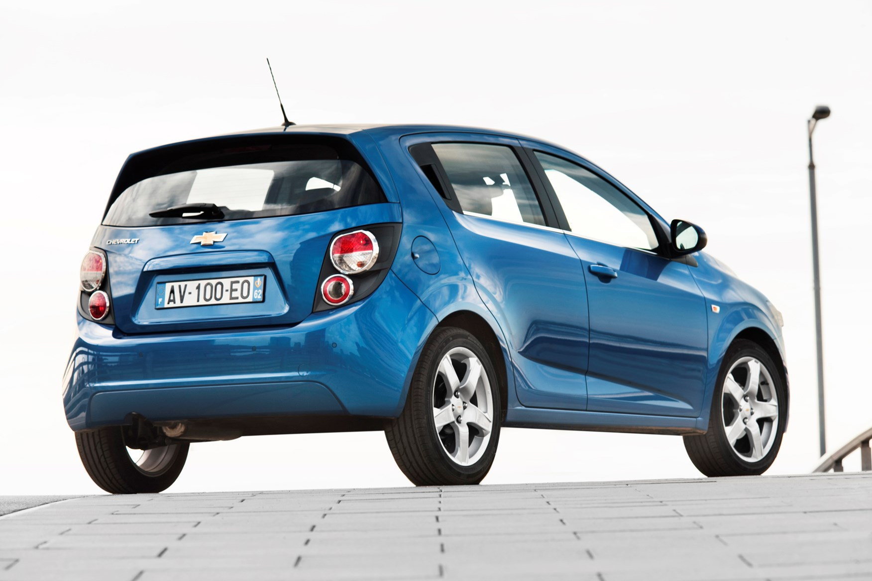 Used Chevrolet Aveo Hatchback 2011 2015 Review Parkers