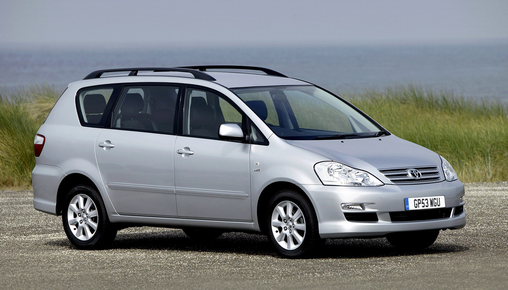 toyota avensis verso estate review 2001 2005 parkers. Black Bedroom Furniture Sets. Home Design Ideas
