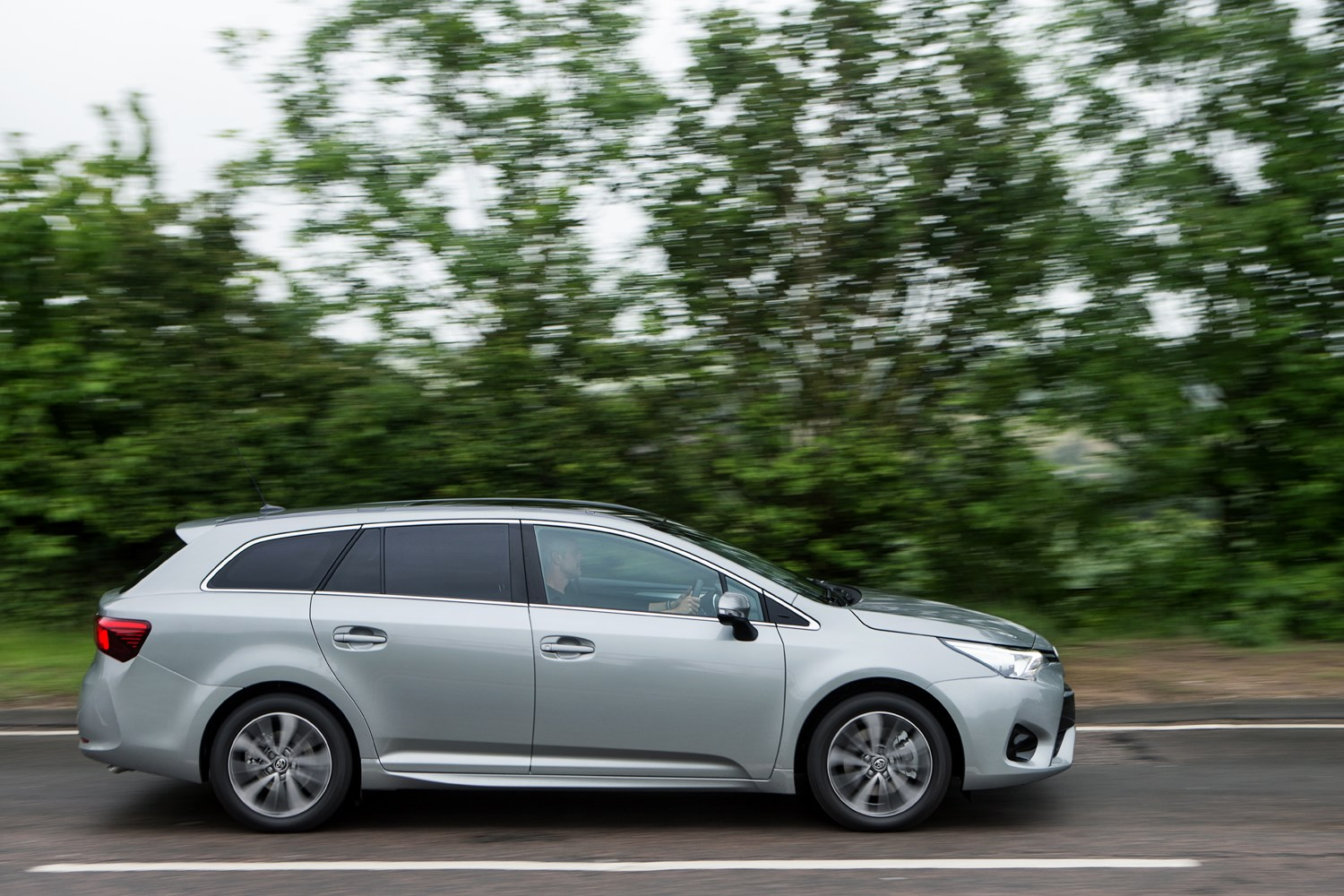 toyota avensis touring sports review 2015 parkers. Black Bedroom Furniture Sets. Home Design Ideas