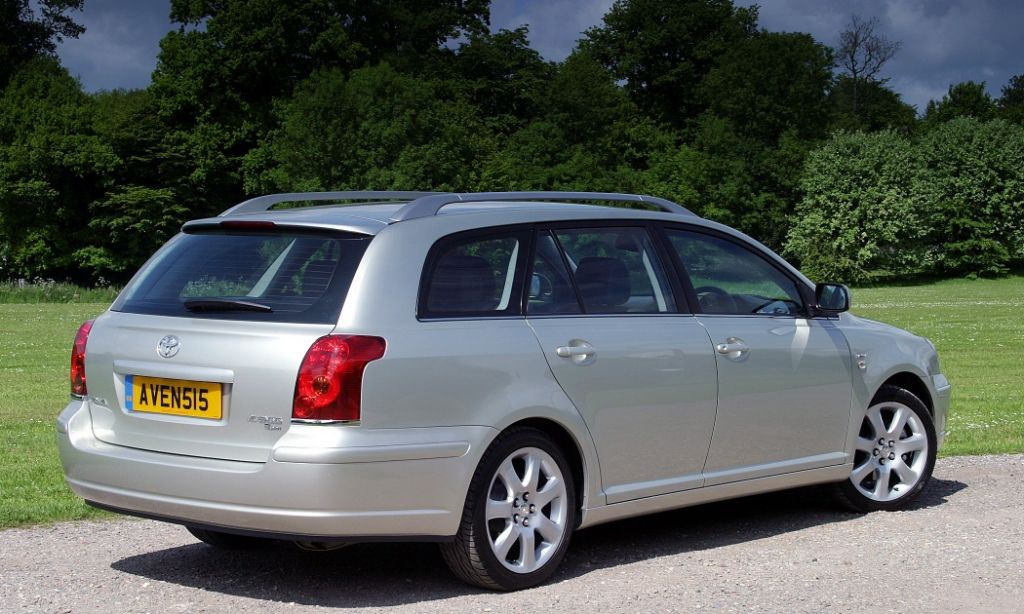toyota avensis tourer review (2003 - 2008) | parkers