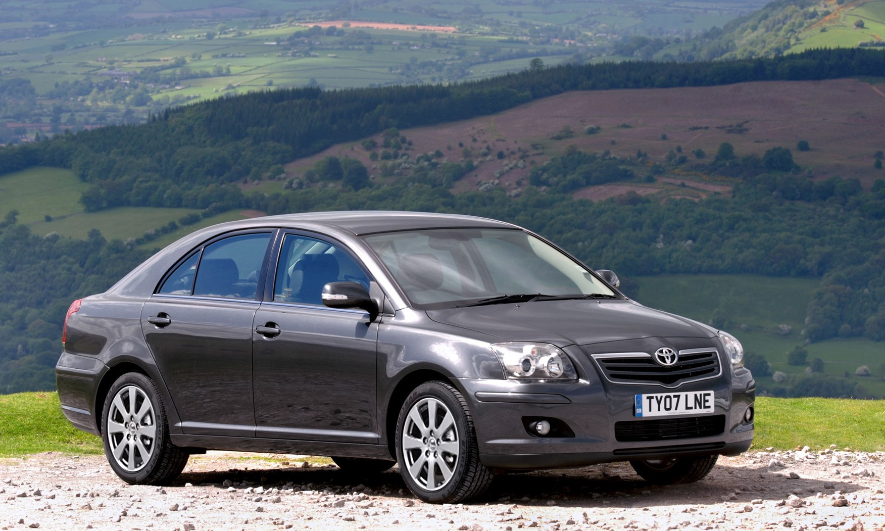 toyota avensis hatchback review 2003 2008 parkers. Black Bedroom Furniture Sets. Home Design Ideas