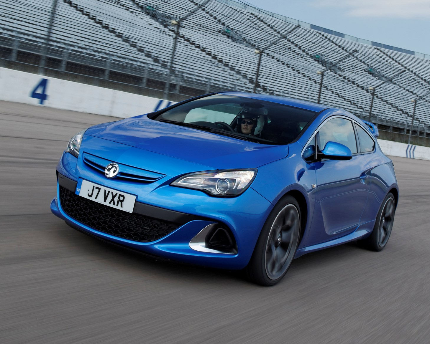 Vauxhall Astra VXR Review (2012 - 2015) | Parkers