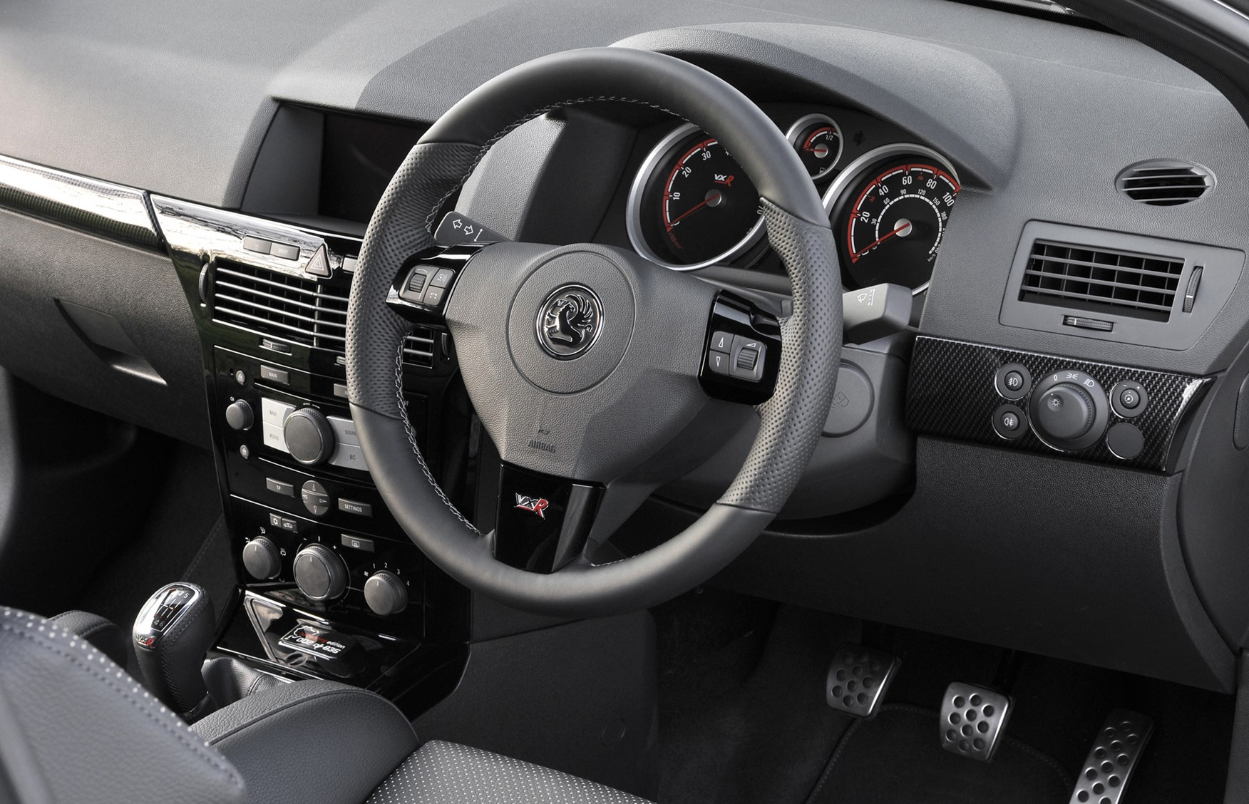 Vauxhall Astra VXR Review (2005 - 2010) | Parkers  Vauxhall Astra Vxr Interior