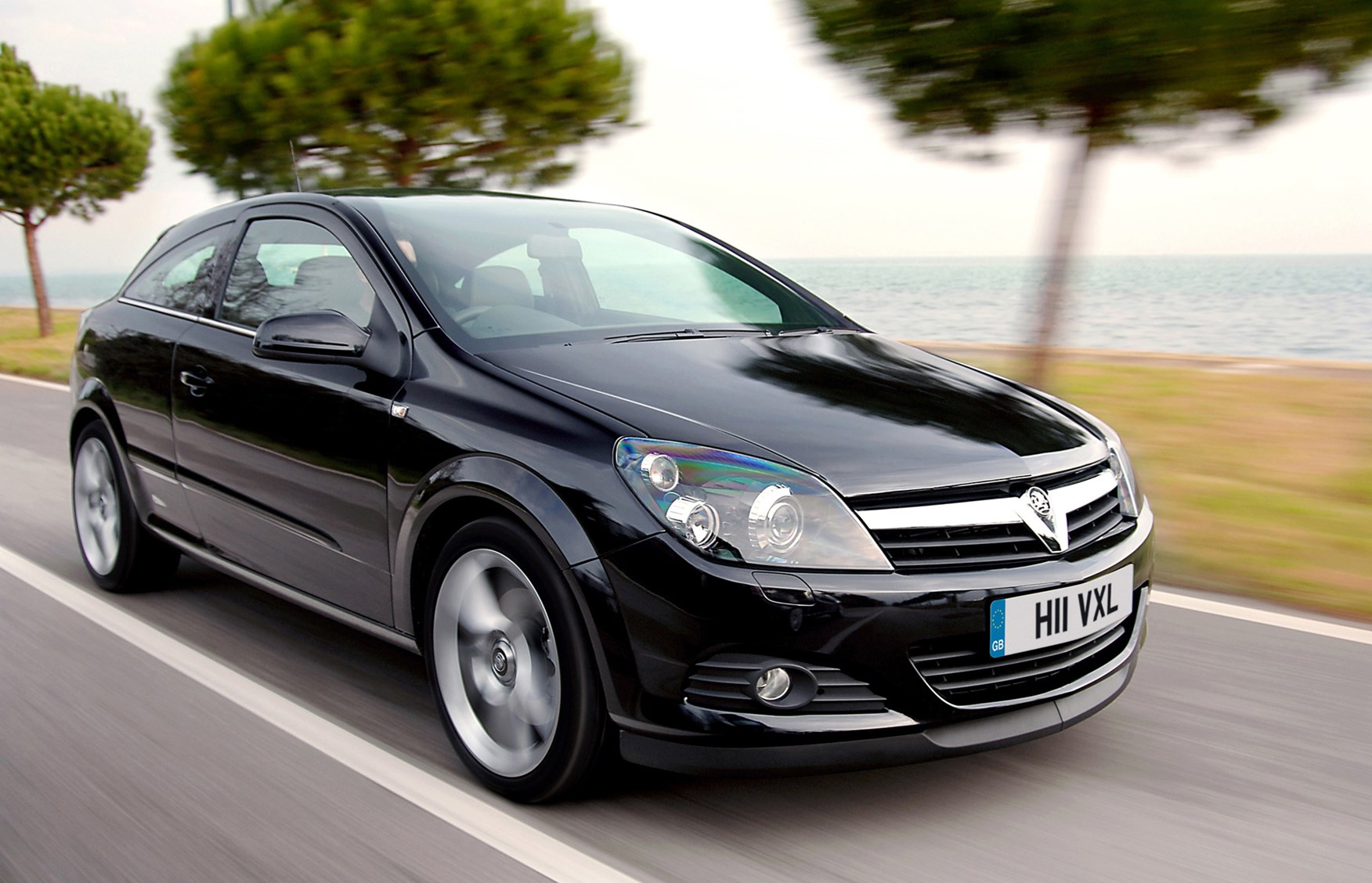 Vauxhall Astra Sport Hatch Review (2005 - 2010) | Parkers