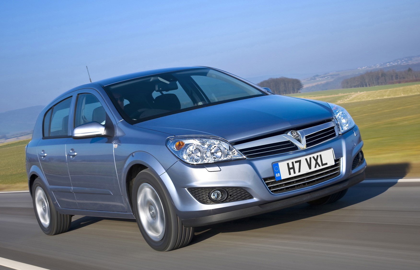 Vauxhall Astra Hatchback 2004 2010 Features Equipment And Sxi Engine Fuse Box Diagram Accessories Parkers