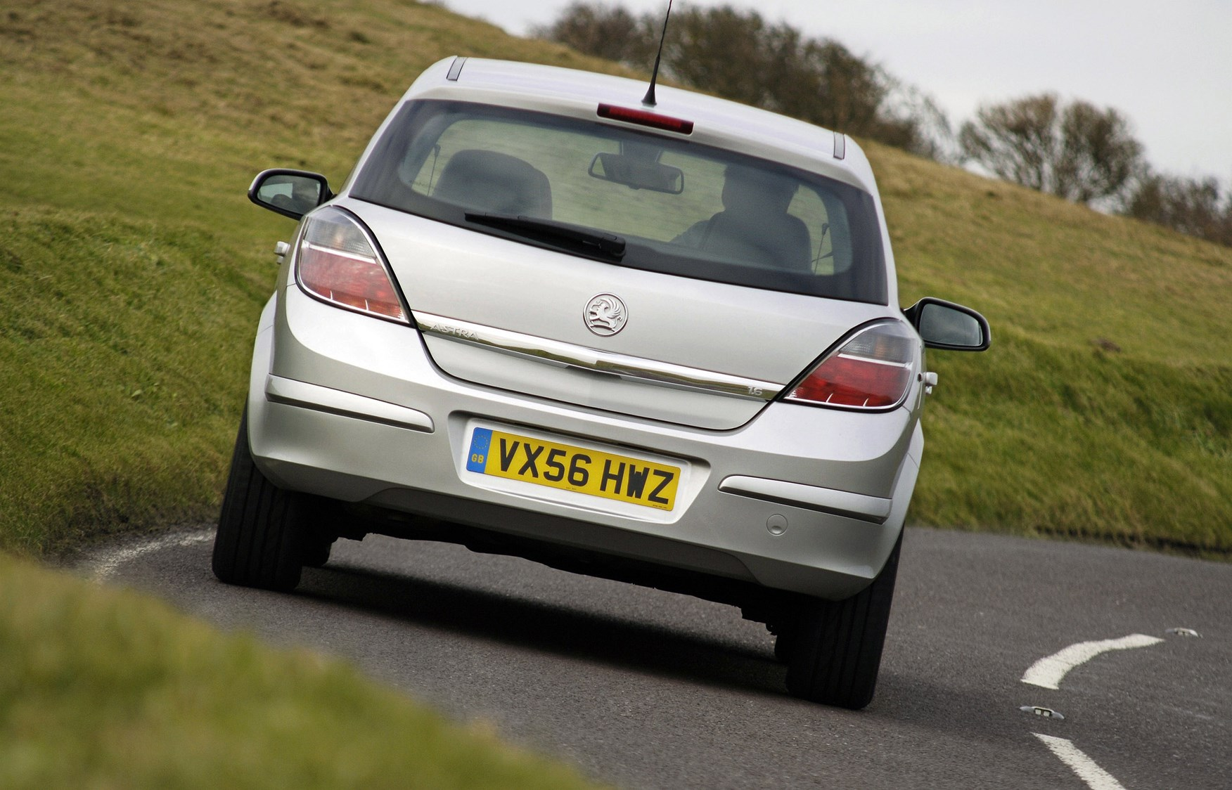 Vauxhall Astra Hatchback 2004 2010 Features Equipment And Fuse Box 2006 Accessories Parkers